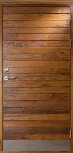 ytterdörr med liggande panel i teak